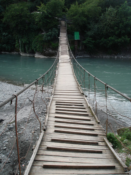 Мост у ахштырской пещеры